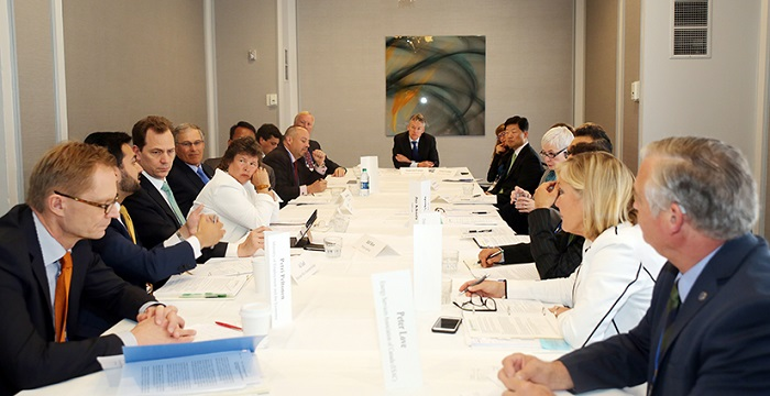 Public-private roundtable discussion at the seventh Clean Energy Ministerial (CEM7).